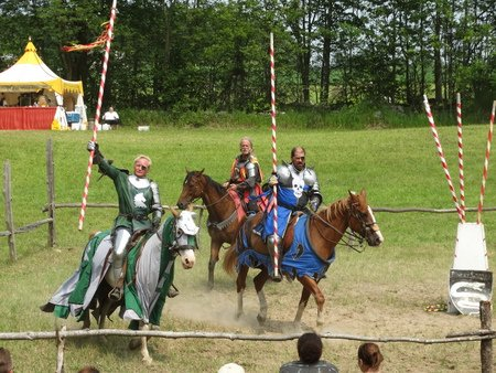 Then both knights paraded around the arena with the herald following.  The green knight has someone's favor on his lance.